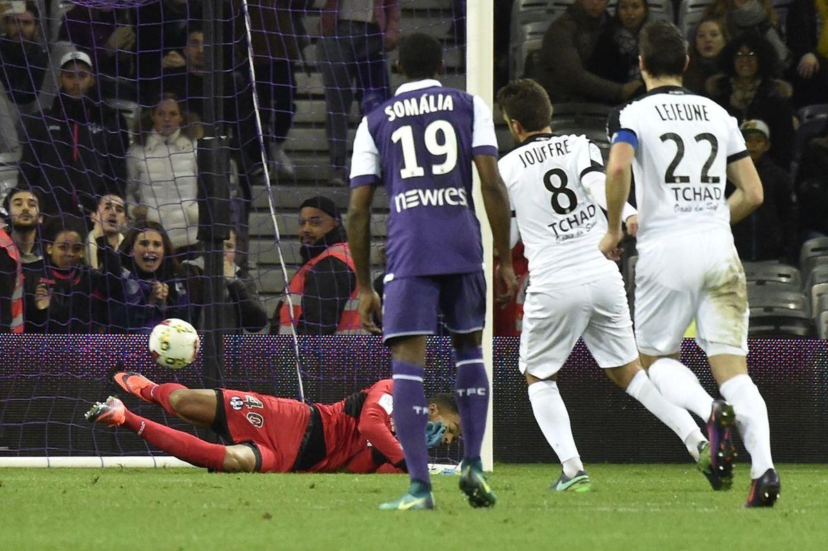 Yann Jouffre ajuste le portier toulousain et ouvre le score pour les Messins.