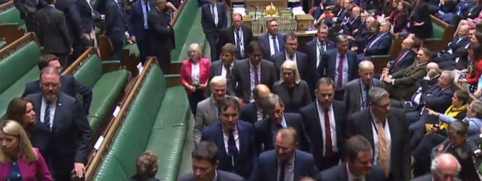 Ambiance électrique parmi les députés à l'heure de quitter la Chambre pour trois semaines.