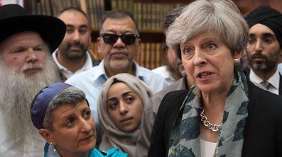 La Première ministre britannique Theresa May a eu un entretien lundi avec les représentants religieux de diverses confessions.