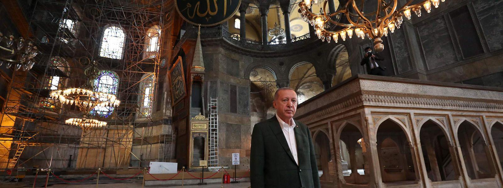 Le président turc Erdogan dans l'enceinte de Hagia Sofia.