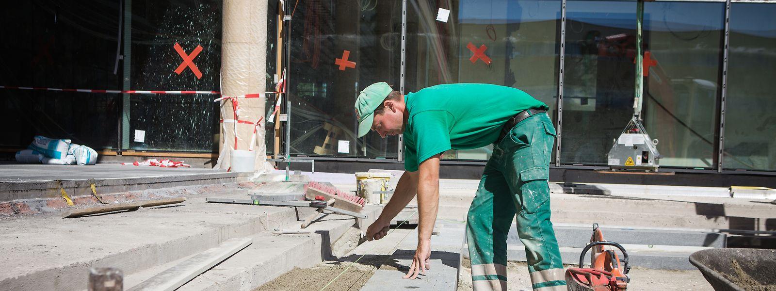 Près d'un tiers des chantiers exemptés concernent des travaux dans les écoles et lycées du pays.