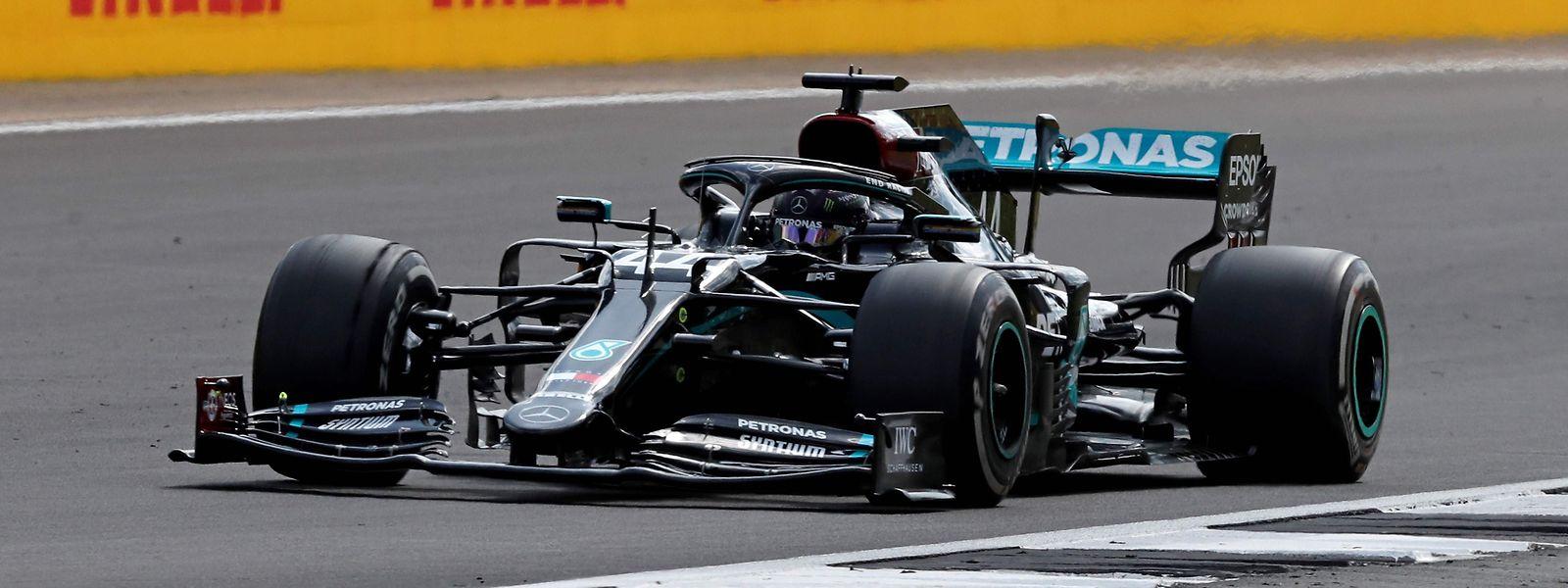 Lewis Hamilton dominiert nach Belieben.