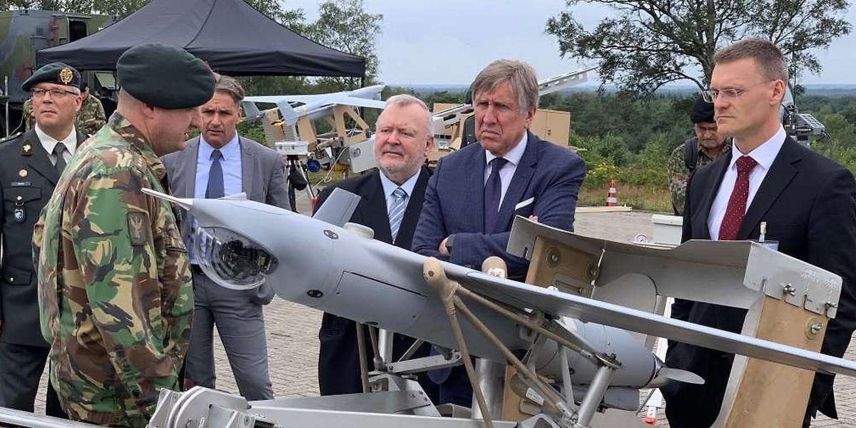 En 2018, le ministre de la Défense s'était rendu aux Pays-Bas pour une présentation des drones militaires