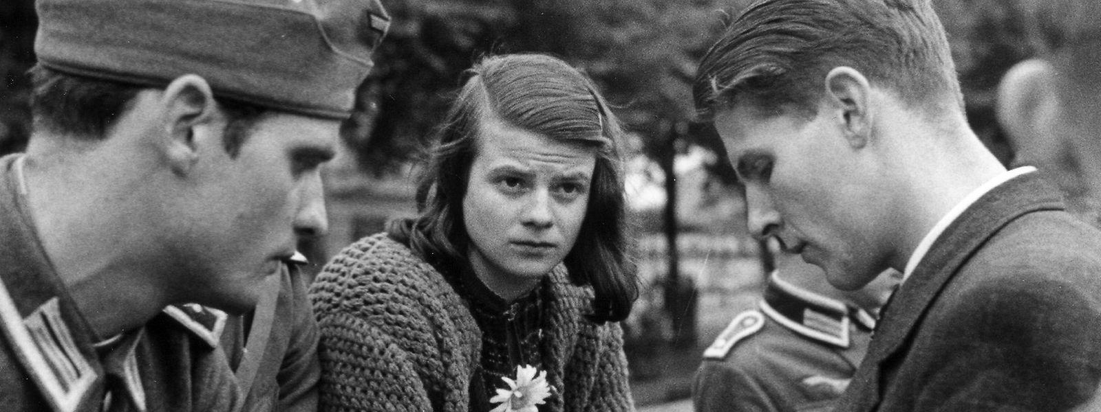 Hans und Sophie Scholl mit Christoph Probst im Juli 1942.