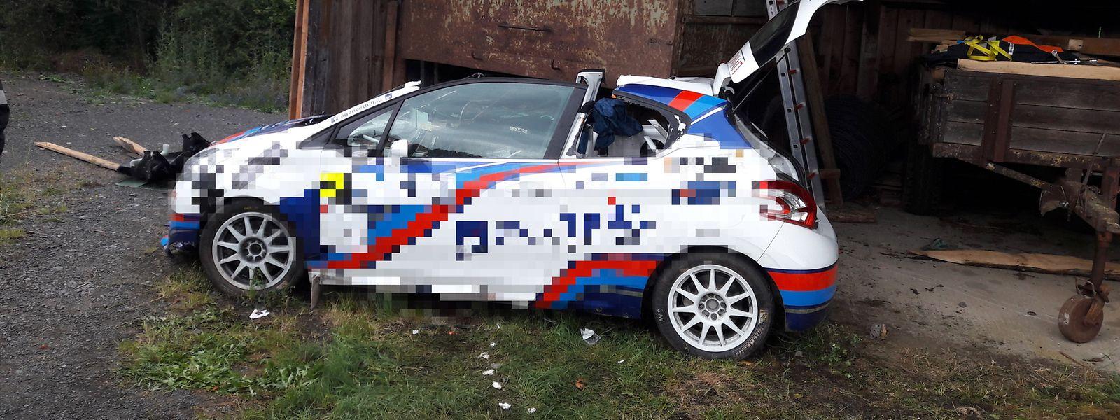 Das Fahrzeug wurde völlig zerstört.