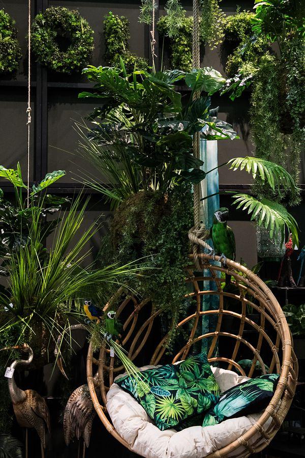 ImTrend bleiben Dschungelmotive mit kühlenGrün- und Blautönen.