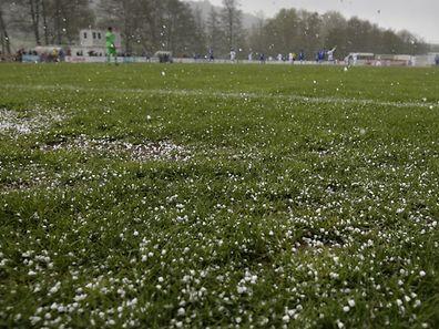 Schmuckbild Wetter HagelFussball Ehrenpromotion  Saison 2015-2016 / 24.04.2016  Canach - Kaerjéng / Foto: Fabrizio Munisso
