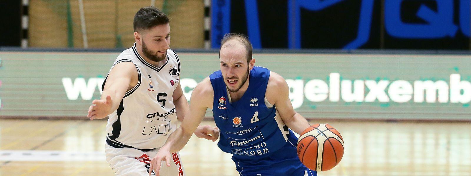 Philippe Gutenkauf (r.), hier gegen Düdelingens Kevin Moura, erzielt in der Titelgruppe die meisten Punkte aller Luxemburger.