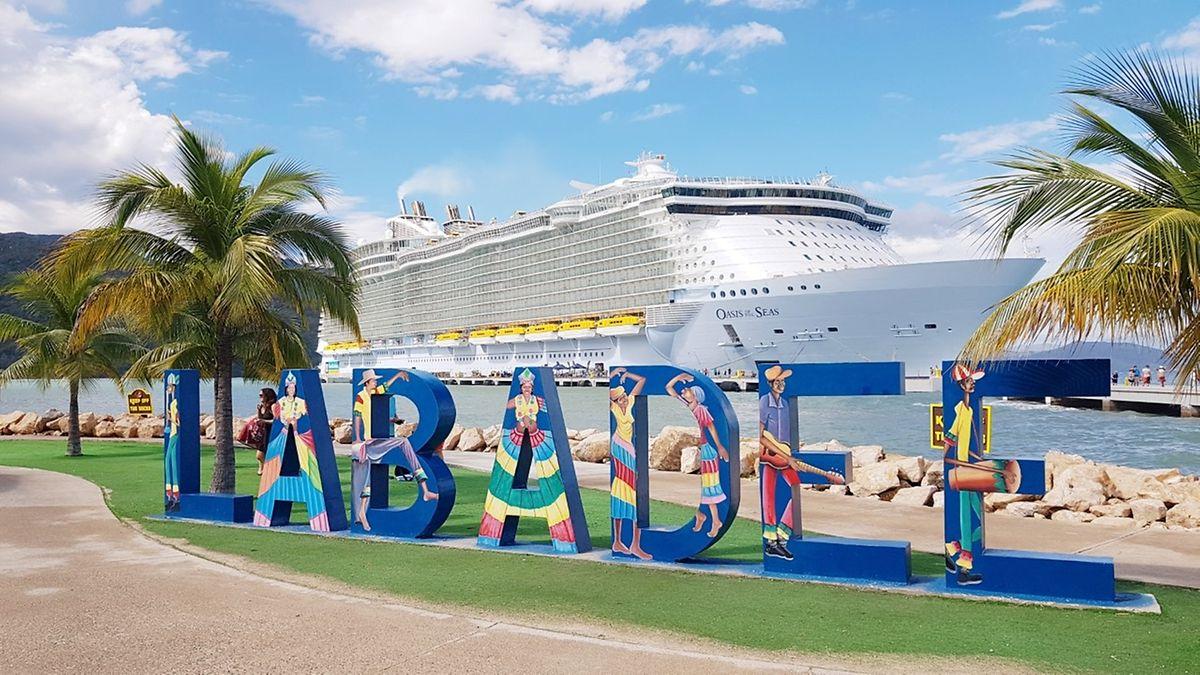 """Die """"Oasis of the Seas"""" ist eines der größten Kreuzfahrtschiffe der Welt."""