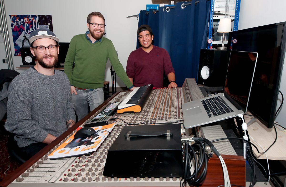 Die Mitarbeiter von Sonic Invasion haben kurzerhand ein Musikstudio in ihrem Büro in der Kreativfabrik aufgebaut.