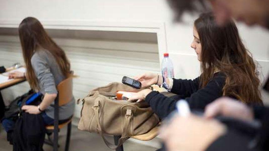 L'interdiction des portables dans l'enceinte des écoles primaires et des collèges figurait en bonne place dans le programme électoral d'Emmanuel Macron.