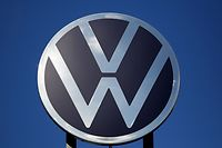 """(FILES) In this file photo taken on February 28, 2020 The logo of German car maker Volkswagen (VW) is pictured at the company's headquarters in Wolfsburg on February 28, 2020. - A British court ruled in favour of tens of thousands of motorists on April 6, 2020 who were suing Volkswagen for compensation over the """"dieselgate"""" emissions cheating scandal. (Photo by Ronny Hartmann / AFP)"""
