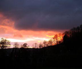 Schaurig schönes Farbenspiel bei Sonnenuntergang