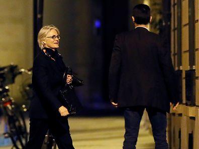 A moins d'un mois de la présidentielle, l'épouse du candidat de la droite François Fillon a été mise en examen pour «complicité et recel de détournement de fonds publics», «complicité et recel d'abus de biens sociaux» et «recel d'escroquerie aggravée», a précisé la source.