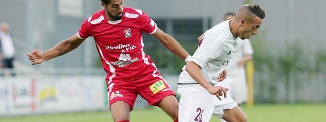 Für André Rodrigues (l.), hier gegen Fola-Spieler Ahmed Rani, und Differdingen läuft es bislang alles andere als nach Plan.