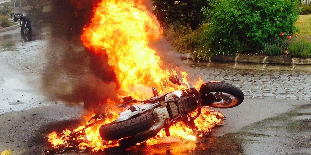 Beim Motorradbrand in Diekirch blieb es beim Materialschaden.