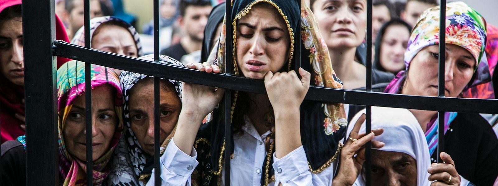 Türkinnen bei einer der Beerdigungen nach dem Putsch.