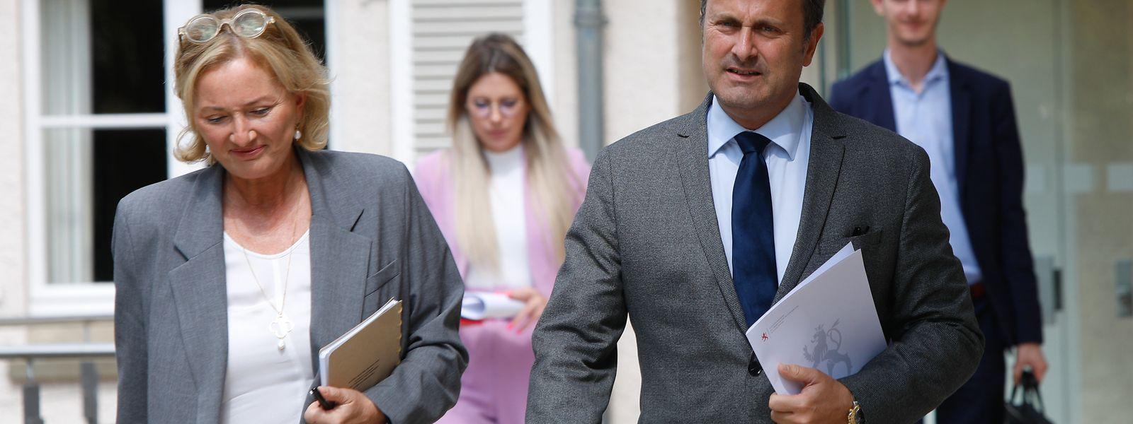 Premierminister Xavier Bettel und Gesundheitsministerin Paulette Lenert am Mittwoch beim gemeinsamen Pressebriefing im Schloss von Senningen.