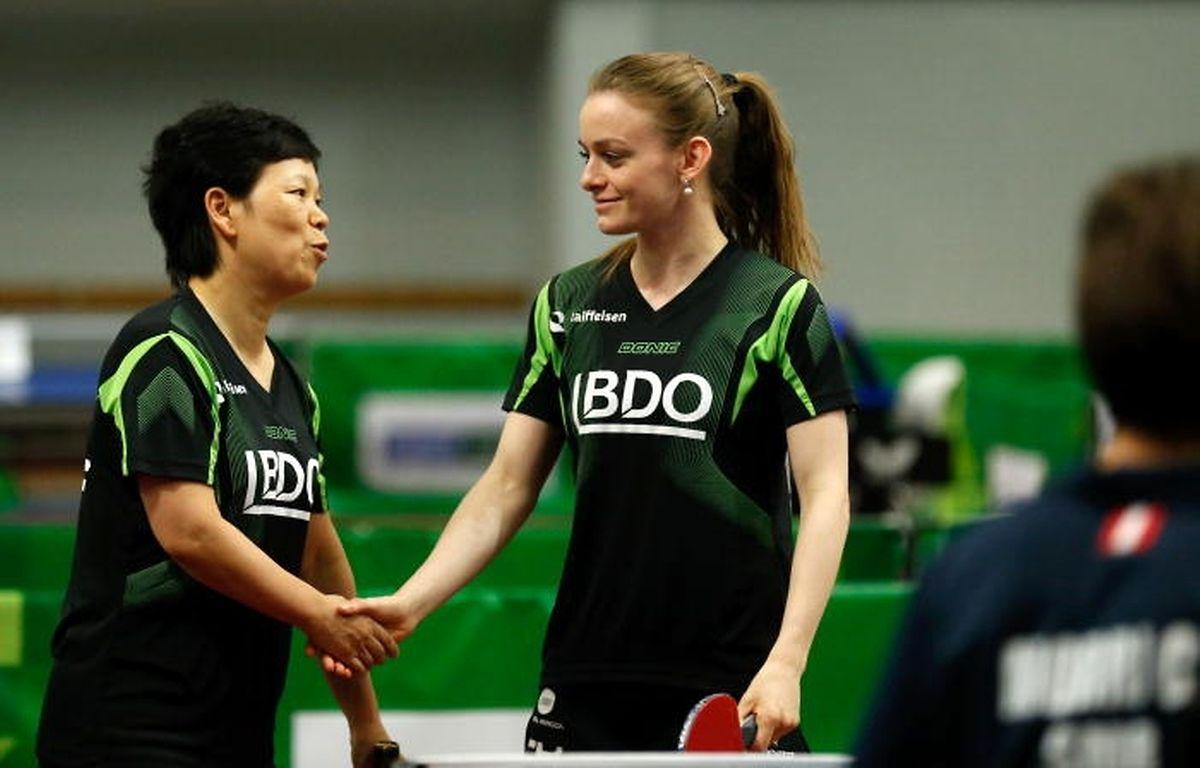 Ni Xia Lian und Sarah de Nutte (r.) können sich über einen weiteren Titel freuen.