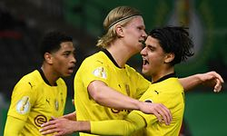 Dortmund's Norwegian forward Erling Braut Haaland (C) celebrates with Dortmund's German midfielder Mahmoud Dahoud (R) after scoring the 0-2 during the German Cup (DFB Pokal) final football match RB Leipzig v BVB Borussia Dortmund, in Berlin on May 13, 2021. (Photo by ANNEGRET HILSE / POOL / AFP) / RESTRICTIONS: ACCORDING TO DFB RULES IMAGE SEQUENCES TO SIMULATE VIDEO IS NOT ALLOWED DURING MATCH TIME. MOBILE (MMS) USE IS NOT ALLOWED DURING AND FOR FURTHER TWO HOURS AFTER THE MATCH. == RESTRICTED TO EDITORIAL USE == FOR MORE INFORMATION CONTACT DFB DIRECTLY AT +49 69 67880 /