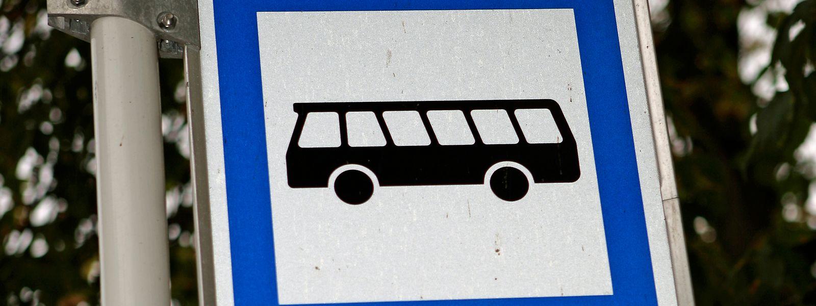 Bushaltestelle Ramassage scolaire Schultransport Bus Öffentlicher Transport Schüler Schild Verkehr Verkehrsschild transport en commun