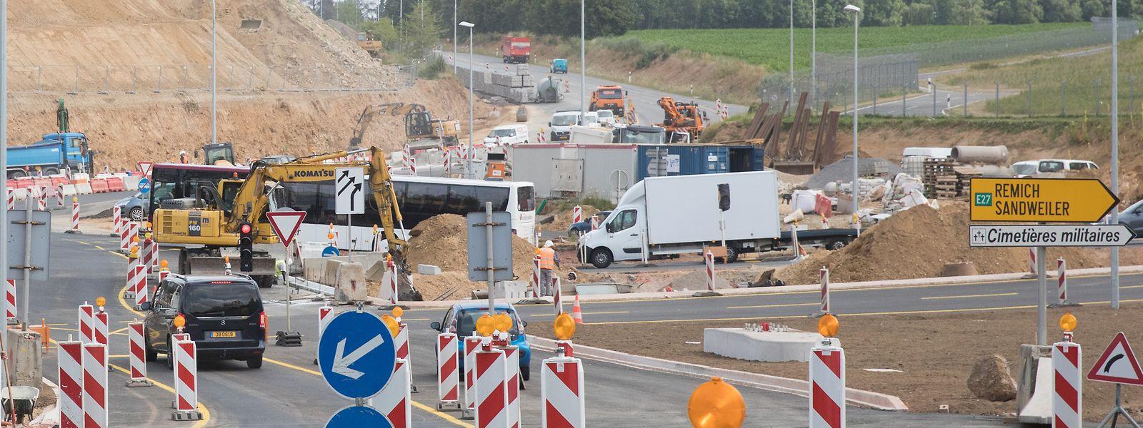 """Baustellengewusel am Kreisverkehr """"Iergäertchen"""". Die Straßenbauverwaltung koordiniert nicht nur die Instandhaltungsarbeiten auf der Autobahn, sondern auch auf den Nationalstraßen."""