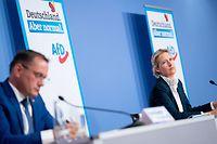 25.05.2021, Berlin: Alice Weidel (r), Fraktionsvorsitzende der AfD im Bundestag, und Tino Chrupalla, der Parteivorsitzende, stellen sich als Spitzenduo der AfD für die Bundestagswahl auf einer Pressekonferenz vor. Foto: Kay Nietfeld/dpa +++ dpa-Bildfunk +++