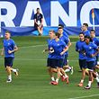 Luxembourg's players jog during a training session at the Municipal Stadium in Toulouse, southern France, on September  2,  2017, on the eve of their FIFA World Cup 2018 qualifying football match against France.  / AFP PHOTO / FRANCK FIFE