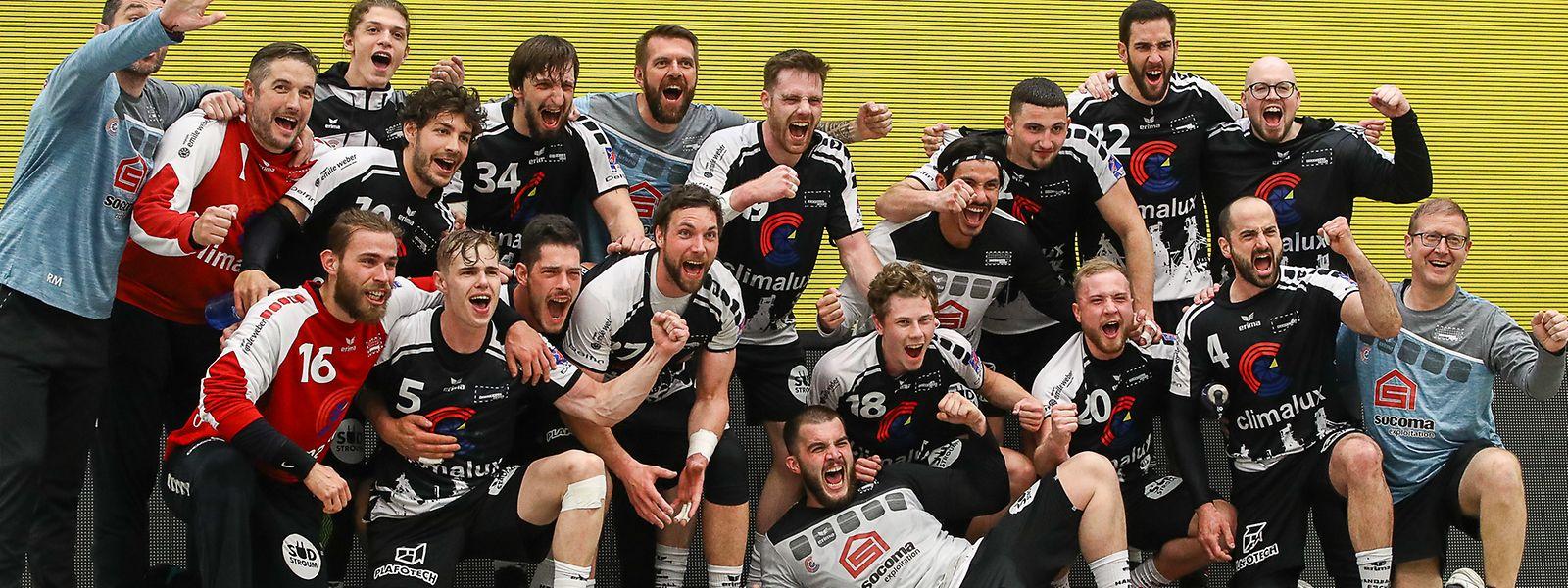 Die Spieler des HB Esch genießen den Gewinn der Meisterschaft.