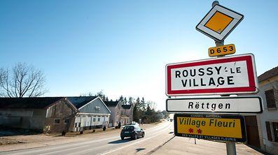 In Roussy-le-Village hatte die französische Gendarmerie am Montagabend das ausgebrannte Auto und die Leiche gefunden.
