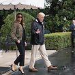 Donald Trump und First Lady Melania Trump auf dem Weg zum Präsidentenhubschrauber Marine One, der sie nach Texas bringen soll.