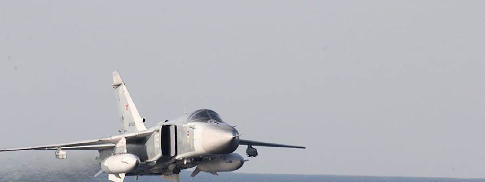 """Eine Abbildung eines russischen Jagdflugzeuges Typ SukhoiSu-24. Ein solcher Jet soll einige Tage vor dem aktuellen Vorfall im Tiefflug über den US-Zerstörer """"Donald Cook"""" in der Ostsee hinweggefegt sein."""