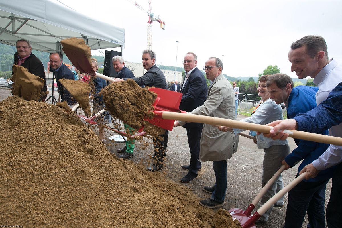 Auch wenn erst von September an gebaut wird, die symbolische Grundsteinlegung fand bereits am Montag statt.