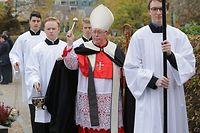 Lokales, GrŠbersegnung an Allerseelen auf dem Cimetiere Notre-Dame in Limpertsberg, mit Kardinal Jean-Claude Hollerich, Foto: Chris Karaba/Luxemburger Wort