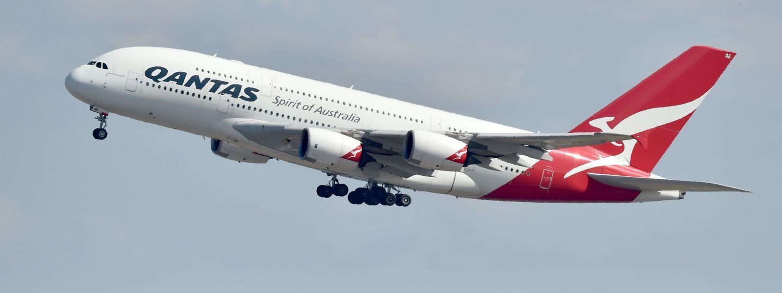 Ein A380 von Qantas beim Start in Sydney.