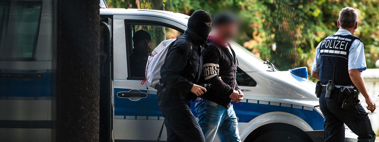 Die mutmaßlichen Rechtsterroristen waren am Montag in Bayern und Sachsen festgenommen worden.