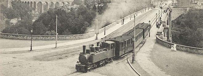 Le train «Chareli» sur le pont Adolphe
