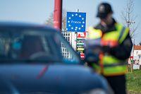 Zum Themendienst-Bericht von Philipp Laage vom 16. März 2020: Die Grenzen zu den meisten Nachbarländern - hier die deutsch-französische Grenze im Saarland - sind dicht. Foto: Oliver Dietze/dpa/dpa-tmn - Honorarfrei nur für Bezieher des dpa-Themendienstes +++ dpa-Themendienst +++