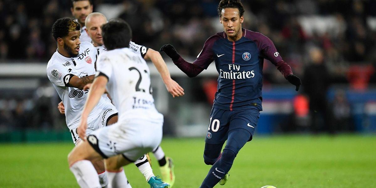 Quatre buts, deux passes décisives, Neymar a réalisé un match plein contre Dijon.