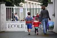 (FILES) In this file photo taken on September 4, 2017 Pupils arrive at a primary school on the first day of the new school year, in La Rochelle, western France. - French President Emmanuel Macron said during a televised speech on June 14, 2020 that all French schools, except high schools, would fully reopen from June 22, a move that will allow more parents to return to work and give students at least a few days with their teachers before the summer break. (Photo by XAVIER LEOTY / AFP)
