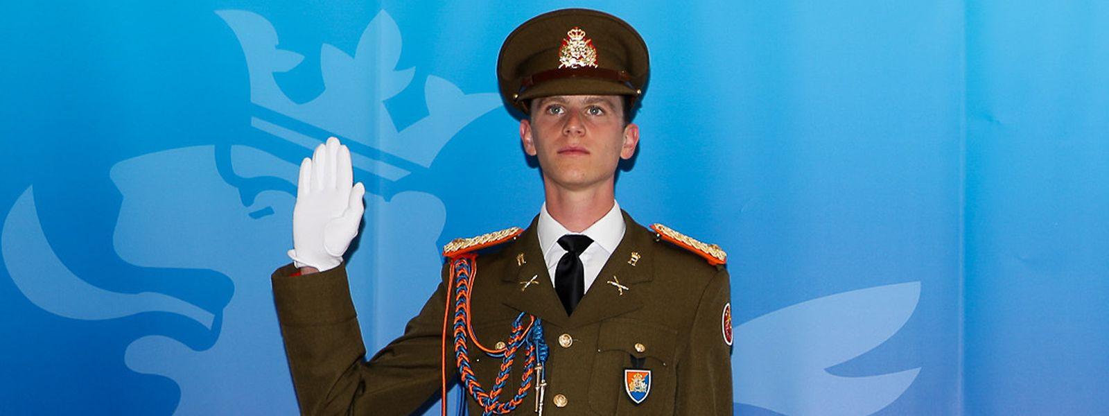 Prinz Paul-Louis de Nassau bei seiner Vereidigung als Offizier der Luxemburger Armee.
