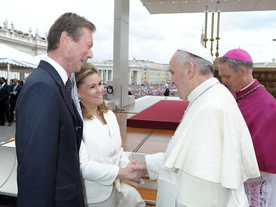 Pope Francis (R) with Grand Duchess Maria Teresa of Luxembourg and Henri, Grand Duke of Luxembourg during the canonisation mass of Popes John XXIII and John Paul II in 2014
