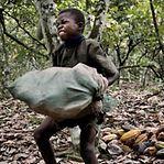 Maioria do chocolate produzido no mundo envolve trabalho infantil, de acordo com relatório