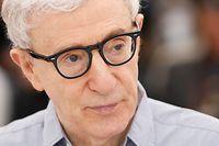 ARCHIV - 11.05.2016, Frankreich, Cannes: US-Regisseur Woody Allen ist beim Photocall zum Film «Cafe Society» bei den 69. Filmfestspielen in Cannes. Trotz der Vorwürfe sexuellen Missbrauchs gegen Woody Allen soll die Autobiografie des Regisseurs noch in diesem Jahr erscheinen. (zu dpa «Woody Allens Autobiografie soll trotz aller Vorwürfe bald erscheinen») Foto: Guillaume Horcajuelo/EPA/dpa +++ dpa-Bildfunk +++