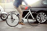 Foto stock-photo-anonymous-person-on-bike-