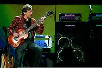 Jack Bruce 2005 im Royal Albert Hall in London.