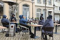 Endlich ein gezapftes Bier: Viele Gäste wurden wegen der Kälte erfinderisch.