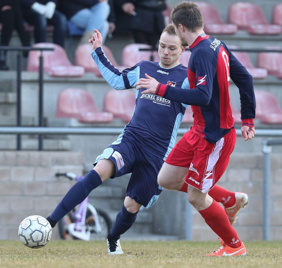 Jorge Ribeiro tente de prendre le dessus sur Sven Weirig