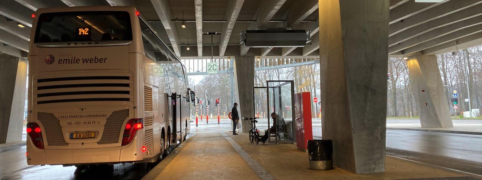 L'installation d'abris en verre permettra aux passagers des bus de ne plus rester frigorifiés dans les courants d'air. Un plus appréciable en cette saison.