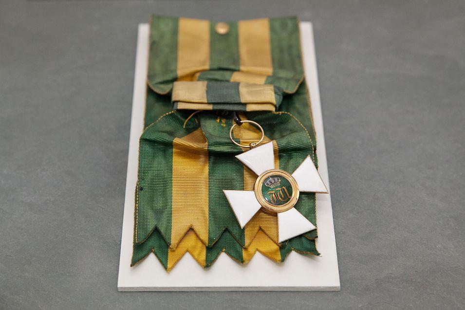 Grã-Cruz da Coroa de Carvalho que o visconde de Pindela recebeu do grão-duque Adolphe